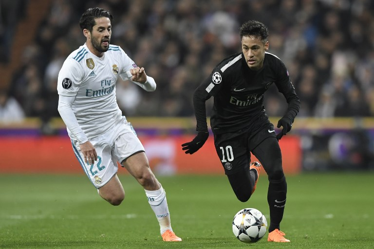 Real Madrid's Spanish midfielder Isco (L) vies with Paris Saint-Germain's Brazilian forward Neymar (R) during the UEFA Champions League round of sixteen first leg football match Real Madrid CF against Paris Saint-Germain (PSG) at the Santiago Bernabeu stadium in Madrid on February 14, 2018.   / AFP PHOTO / GABRIEL BOUYS