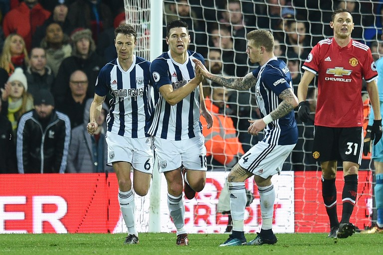 West Bromwich Albion's English midfielder Gareth Barry (C) celebrates with teammates after scoring their first goal during the English Premier League football match between West Bromwich Albion and Manchester United at The Hawthorns stadium in West Bromwich, central England, on December 17, 2017.  / AFP PHOTO / Oli SCARFF / RESTRICTED TO EDITORIAL USE. No use with unauthorized audio, video, data, fixture lists, club/league logos or 'live' services. Online in-match use limited to 75 images, no video emulation. No use in betting, games or single club/league/player publications.  /
