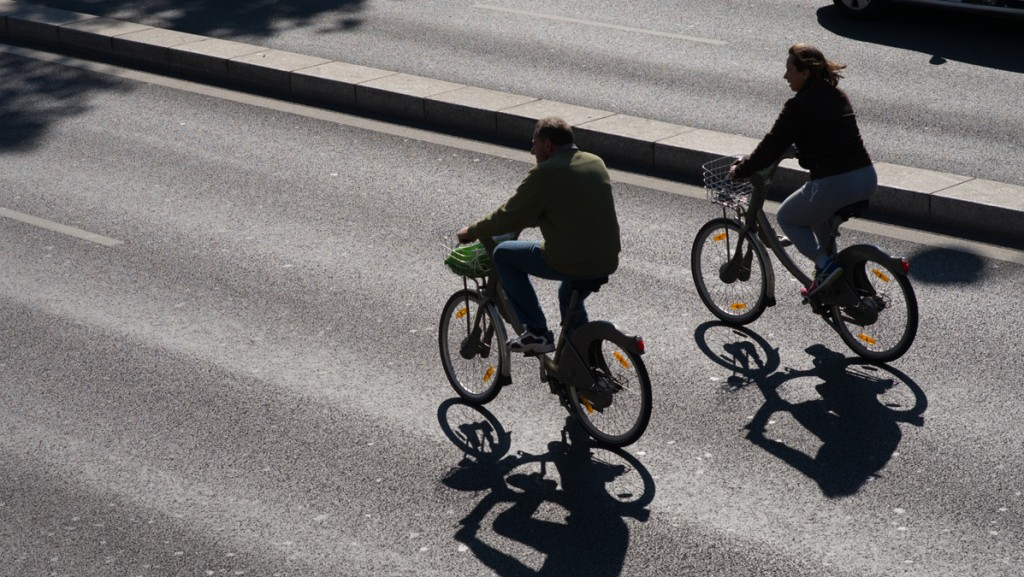 Cycling in Paris on Sundays
